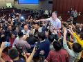 Hromadná bitka v parlamente: Poslanci sa pobili kvôli kontroverznému zákonu