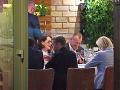 Boris Kollár a Marine Le Penová počas neformálnej večere v Bratislave.