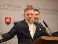 Robert Fico, v pozadí Juraj Blanár