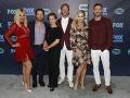 Hviezdy seriálu Beverly Hills 90210 síce zostarli, ale každý z nich vyzerá skvele.