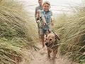 Otec počas prechádzky so psom narazil na nevídaný objav: Dcéra zakopla o skutočný poklad!