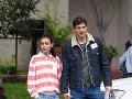 Paparazzi nafotili Ashtona Kutchera a Milu Kunis v uliciach. Herec prekvapil novým imidžom.
