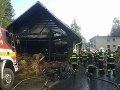 FOTO Dráma v Skalitom v okrese Čadca: Horí rodinný dom, požiar sa rozšíril i na stodolu