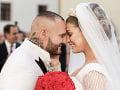 Jasmina Alagič a Patrik Rytmus Vrbovský už sú manželia. Prvú oficiálnu fotku zo svadby zverejnila v sobotu večer na svojom profile aj šťastná nevesta.