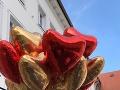 Už pri príchode na nádvorie hostí čakali pripravené balóny.