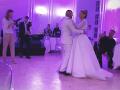 Na verejnosť sa dostali zábery z prvého tanca mladomanželov.