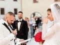 Jasmina Alagič si pri manželskom sľube od Rytmusa poplakala.