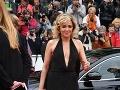 Valeria Golino zavítala na premiéru v šatách s hlbokým výstrihom.
