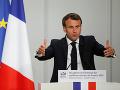 Macron obvinil Bannona a ruských oligarchov z ničenia Európy