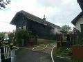 FOTO V obci Bitarová horela chata: Dve osoby sa zranili