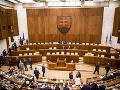Na Slovensku vznikli v tomto roku zatiaľ štyri politické strany, zrušená nebola žiadna