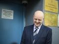 Pavol Rusko sa pred pojednávaním usmieval.