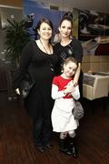 Petra Polnišová so svojou seriálovou sestrou (dcéra Karin Haydu Vanessa) a Zuzanou Kanócz.