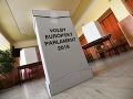 Atmosféra vo volebnej miestnosti v Dome kultúry Javorina v Starej Turej