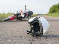 Vážna nehoda v Milhosti: Motorkára zrazilo auto, utrpel ťažké zranenie