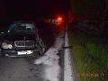 Jama na ceste, čelná zrážka dvoch áut a štyri zranené osoby.