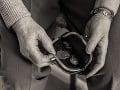Falošný podomový predajca ďalekohľadov okradol dôchodcu (76): Odcudzil mu tisíce eur