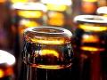 Otrávený alkohol v Indii: Zahynulo najmenej šesť ľudí, desiatky sú v nemocnici