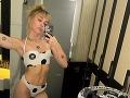 Pri pohľade na Miley Cyrus vidno, že svoju figúru nezanedbáva. Jej telo zdobí viacero tetovaní.