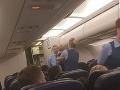 Dievčatko (1) sa takmer zadusilo v lietadle: Stačil jednoduchý čin letušky, zachránila mu život
