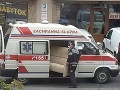 Slováci neveria vlastným očiam! FOTO Do sanitky na Orave tlačili gauč, pravda o sťahovaní