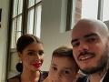 Pre manžela Majselfa je Júlia krásna taká, aká je. Synček Nikolas zdedil črty po oboch.