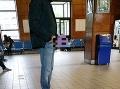 FOTO V Nitre úraduje onanista: Šedivý muž s okuliarmi vystrašil ľudí na stanici