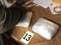 FOTO Veľké protidrogové akcie v Šali a Košiciach: Sedem zadržaných, všade samé drogy