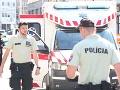 Policajti zneškodnili útočníka v Bratislave šiestimi výstrelmi, páchateľ je stále v ohrození života