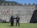 Americký minister zahraničných vecí Mike Pompeo a švajčiarsky minister zahraničných vecí Ignazio Cassis počas návštevy na hrade CastelGrande vo švajčiarskom meste Bellinzona