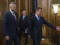 SaS: Je hanbou, že premiér nie je na oslavách v Normandii, ale v Rusku