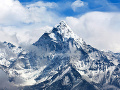 Obrovská výzva pre Nepál: Identifikovať telá v nerozpoznateľnom stave z Mount Everestu