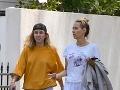 Miley Cyrus na prechádzke so svojou mamou Tish.