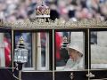 FOTO Veľkolepá oslava narodenín kráľovnej Alžbety II.: Nechýbalo 1400 vojakov a čerstvá mamička Meghan