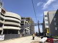 Nešťastie v Dallase: VIDEO Žeriav sa počas víchrice zrútil na budovu, zabil jednu ženu