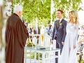 Adela Vinczeová a Viktor Vincze pri príležitosti svojho výročia zverejnili nové fotografie zo svojej svadby.