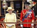 AKý význam sa schováva za kráľovninou brošňou?