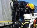 Hrozivá nehoda v susednom Česku: VIDEO Na diaľnici sa zrazil autobus plný detí s kamiónom