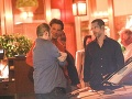 Bradley Cooper si doprial večeru s partiou kamarátov.