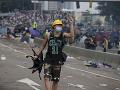 Protesty v Hongkongu neutíchli: EÚ vyzvala obe strany na zdržanlivosť