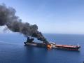Horiaci tanker v Ománskom zálive