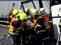 Hrôza na diaľnici: Autobus s malými futbalistami nabúral do kamióna, tréner hovorí o zázraku