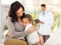 Matka zašla s dcérkou na vyšetrenie k lekárovi: Zhrozená sa pýta, je OK, keď jej tam strčil prst?