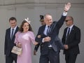 Andrej Kiska s manželkou Martinou pri odchode z Prezidentského paláca
