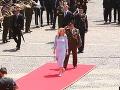 Nová prezidentka krátko po inaugurácii pri SND na Hviezdoslavovom námestí