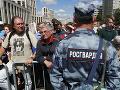 V Moskve sa konal protest na podporu Golunova: Novinár nedorazil, bojí sa o svoj život