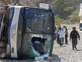 Havária autobusu si vyžiadala osemnásť mŕtvych a desiatky zranených