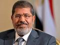 Zomrel zosadený islamistický prezident Egypta: Muhammad Mursí skolaboval na súde