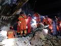 Záchranári vyslobodzovali telá