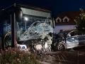Tragédia v Bratislave: VIDEO Čelná zrážka s autobusom po šialenej jazde vodiča (†32), odstrašujúce zábery